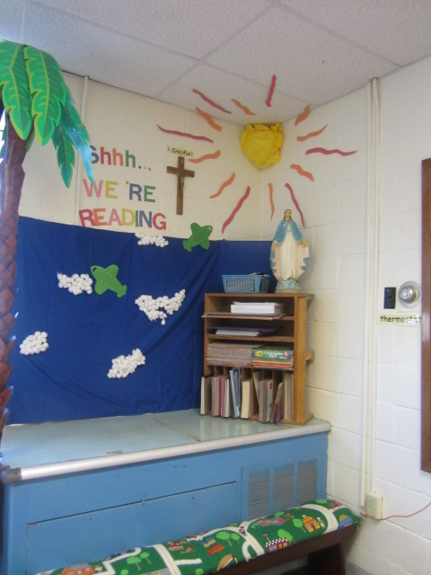 Relaxing Classroom Decor ~ Relaxing reading center colorize your classroom